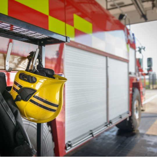 Emergency service staff discount | 20% off selected plans | EE