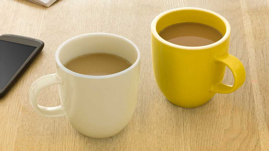 Two mugs on a table