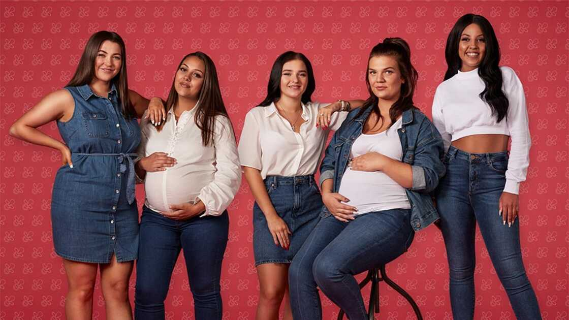 Image showing a group of women in white and blue jeans outfit